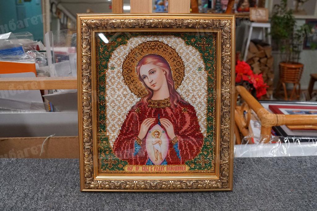 """Икона """"Помощница в родах"""" в золотой багетной рамке"""