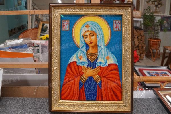 """Икона """"Богородица"""", оформленная в золотой киот"""
