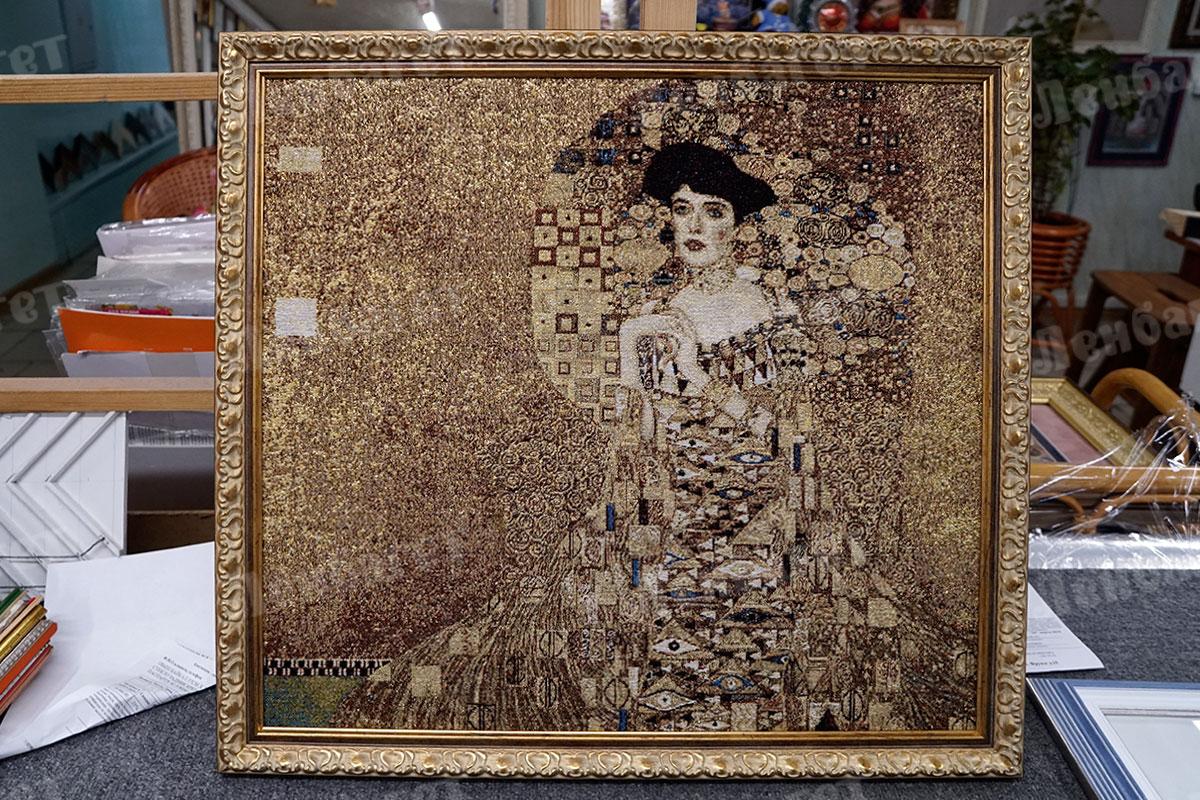 """Гобелен """"Женщина"""" в золотой багетной раме"""