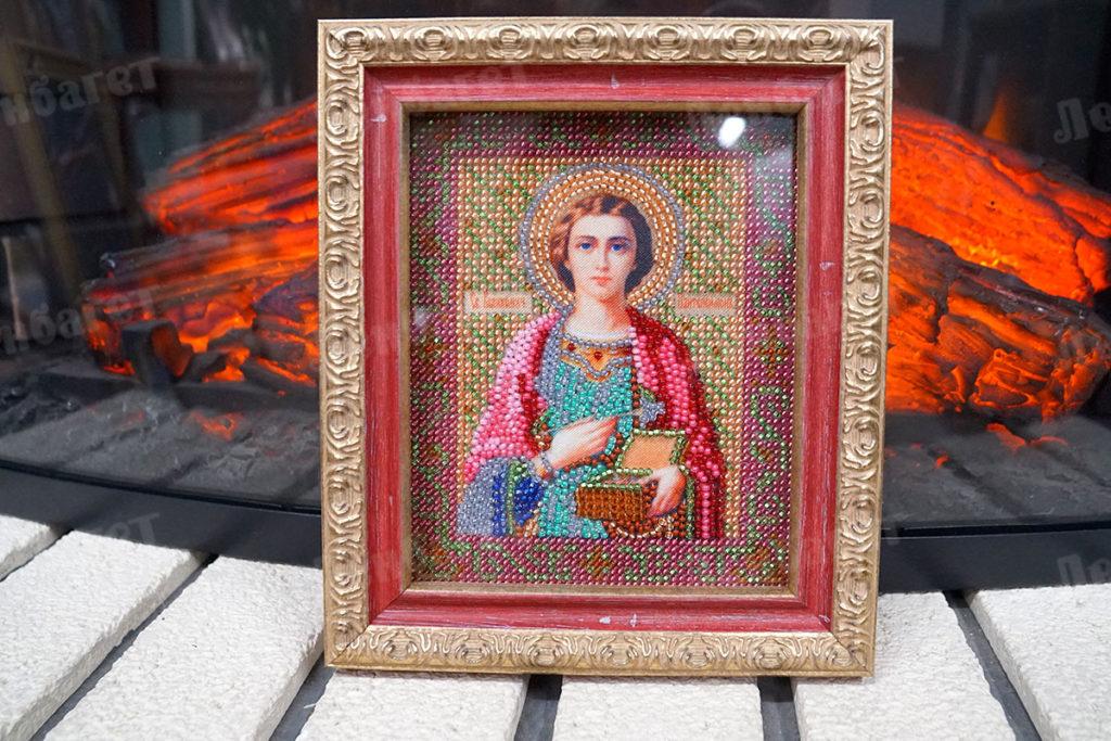 """Икона """"Святой Пантелеймон"""" в золотой багетной рамке"""