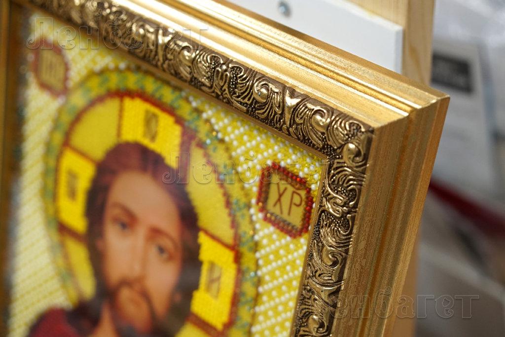Золотая багетная рама для икон