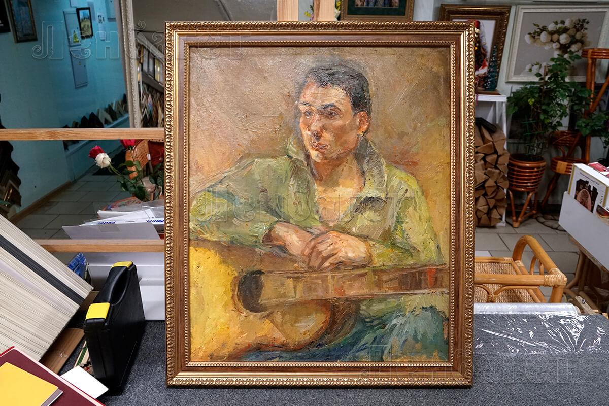 """Живопись """"Музыкант с гитарой. Портрет."""" в золотой багетной рамке"""