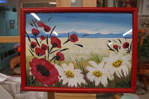 """Детский рисунок """"Луговые цветы"""" в красной багетной рамке"""