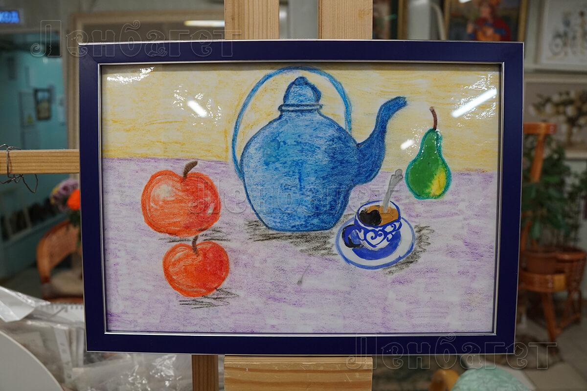 """Детский рисунок """"Натюрморт"""" в синей багетной рамке"""