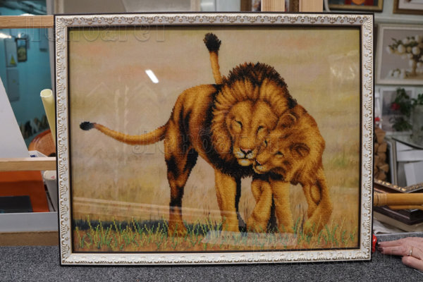 """Картина """"Львы"""" в серебристой багетной рамке"""