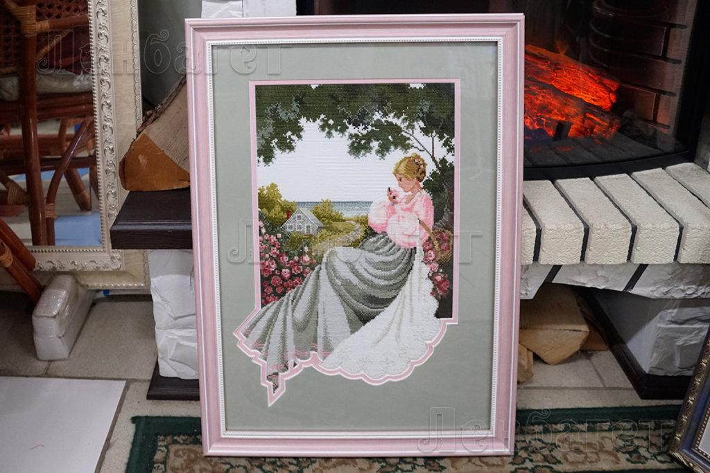 """Картина """"Девушка под деревом"""" в розовой багетной рамке с двойным паспарту"""