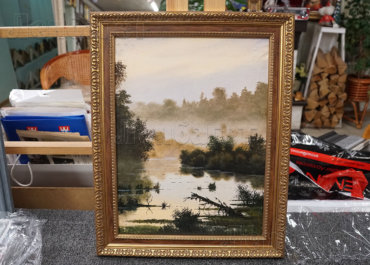 Туман над озером. Живопись в золотой багетной рамке