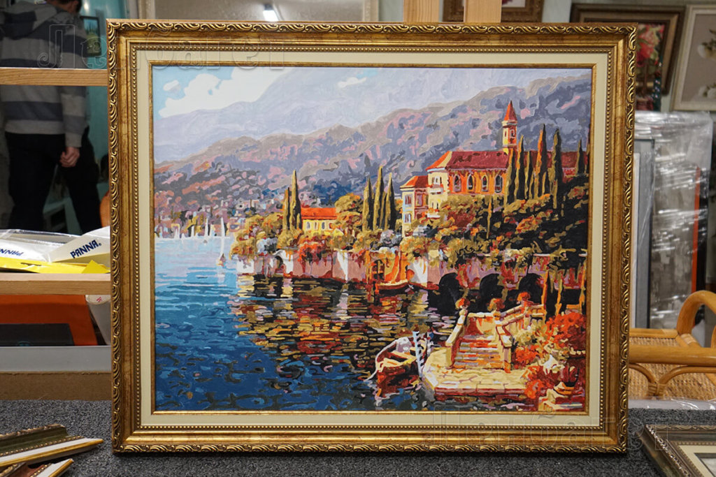 """Картина по номерам """"Прибрежный город"""" в золотой багетной рамке"""