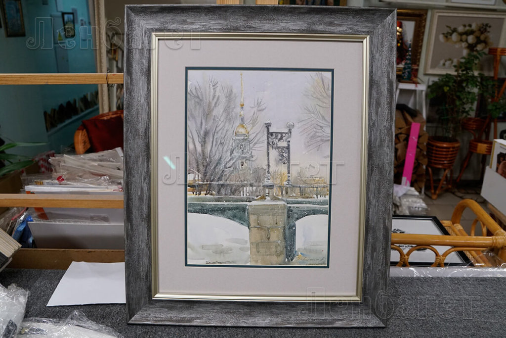 """Рисунок """"Мост"""" в серой багетной рамке с широким паспарту"""