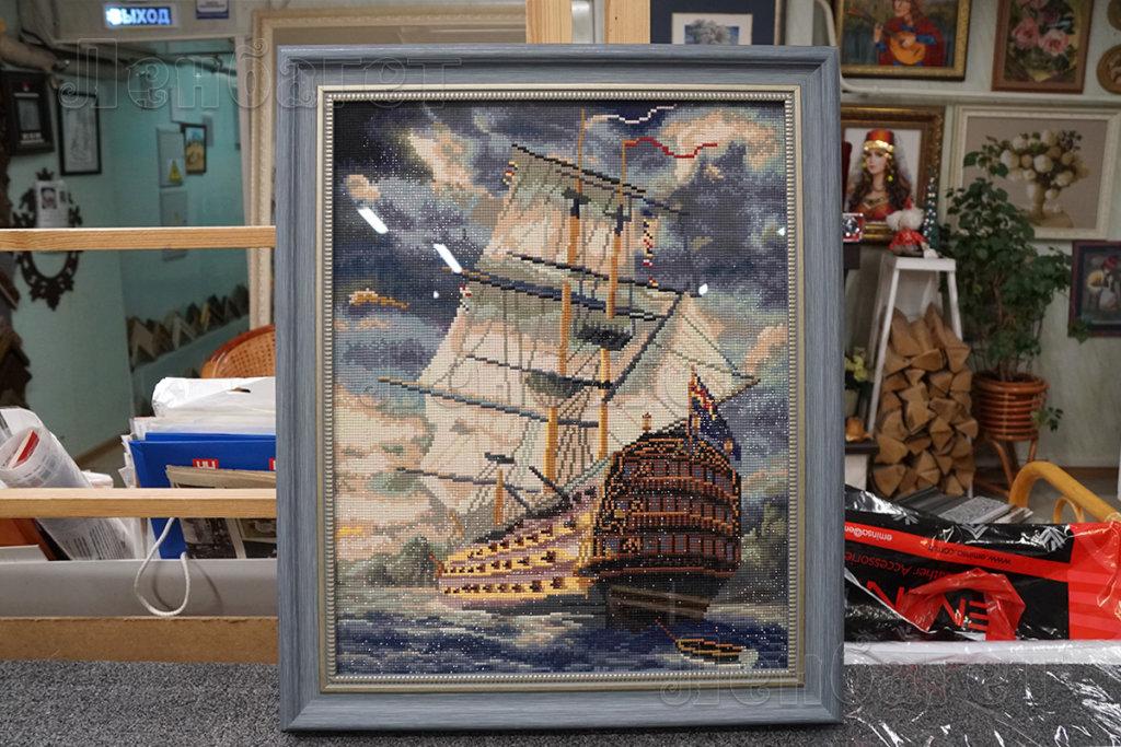 """Алмазная мозайка """"Корабль"""" в голубой багетной рамке"""