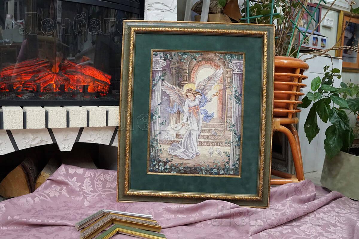 """Вышивка крестом """"Ангел тысячелетия"""" Dimensions оформлена в зеленую багетную рамку с широким паспарту"""