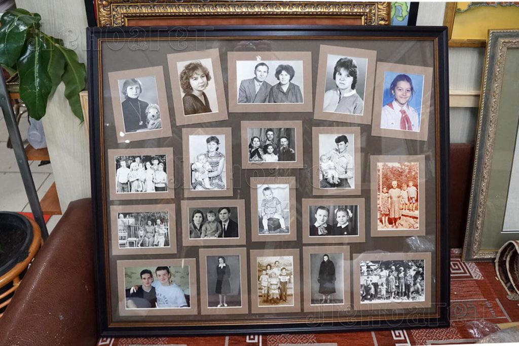 Коллаж из фотографий в черной багетной рамке