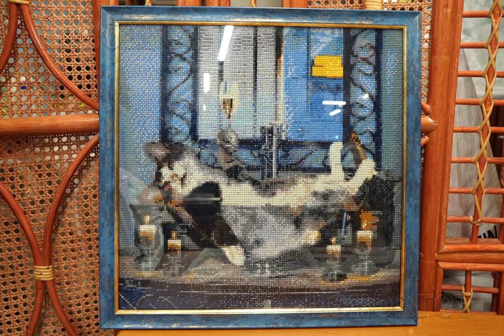 """Алмазная мозайка """"Кот с бокалом"""" в синей багетной рамке"""
