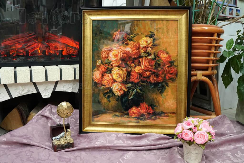 """Вышивка крестом """"Розы Ренуара"""" Риолис 1402 оформлена в коричневую багетную рамку"""