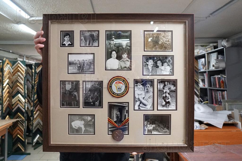 Семейное фото в коричневой багетной рамке