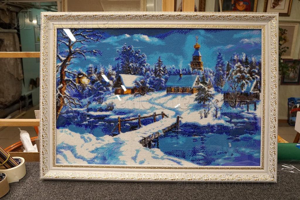 """Вышивка крестом """"Сказочная зима"""" в бежевой багетной рамке"""