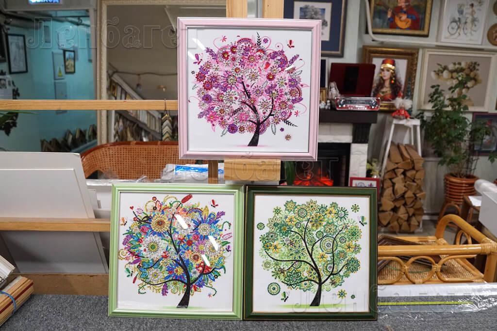 """Алмазная мозайка """"Три дерева"""" в розовой, зеленой и серебристой багетных рамках"""