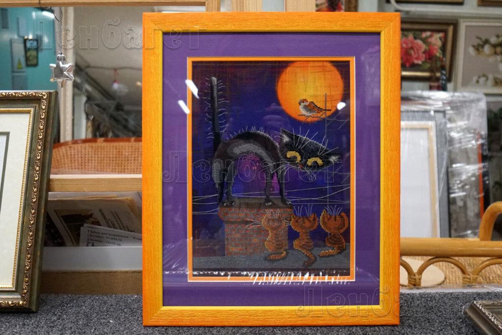 """Вышивка крестом """"Воспитатель"""" в оранжевой багетной рамке с двойным паспарту"""